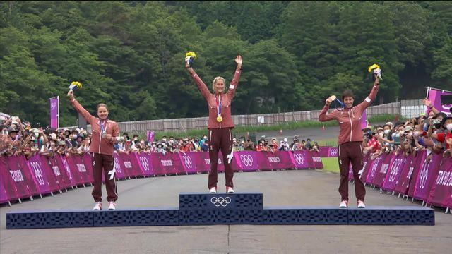VTT, cross-country dames: l'émouvante remise des médailles et l'hymne national suisse ! [RTS]
