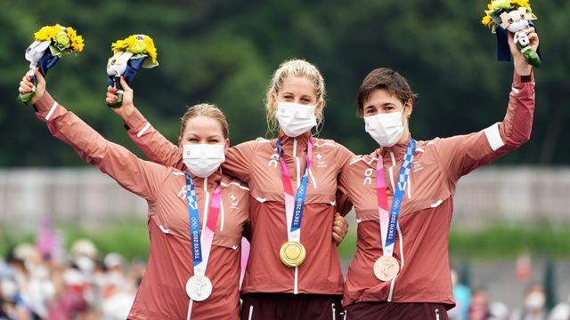 Sina Frei, Jolanda Neff et Linda Indergand (de g. à d.) ont offert à la Suisse un incroyable triplé en VTT. [CHRISTOPHER JUE - Keystone]
