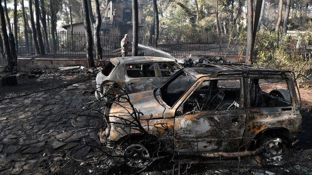 Des dégâts dûs à l'incendie, au nord d'Athènes, le 27 juillet 2021. [Louisa Gouliamaki - AFP]