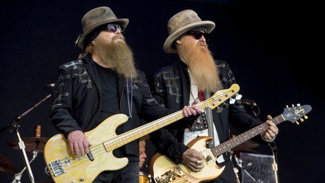 Le bassiste de ZZ Top Dusty Hill (à gauche sur la photo) s'est éteint dans son sommeil à son domicile, ont annoncé sur le site internet du groupe le guitariste Billy Gibbons et le batteur Franck Beard. [Jonathan Short - Keystone]