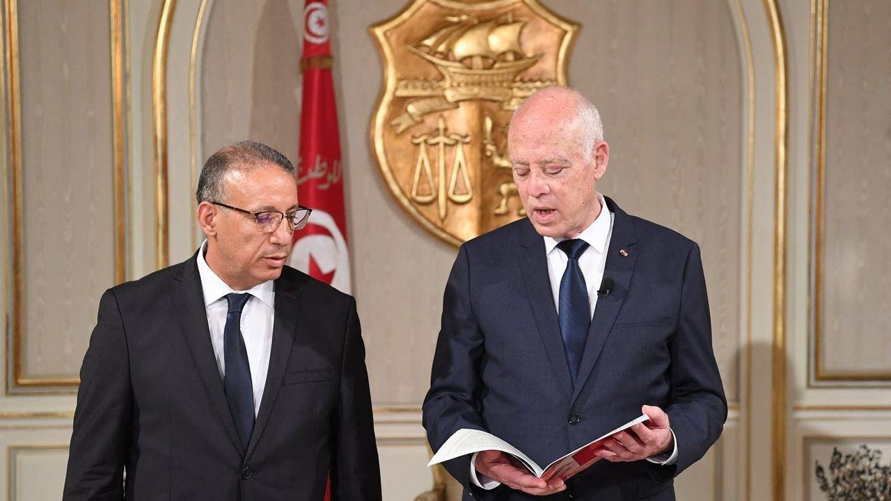 Le président tunisien Kais Saied a nommé jeudi un conseiller de sécurité en charge du ministère de l'intérieur. Il s'agit de la première nomination quatre jours après qu'il s'est emparé de l'ensemble du pouvoir exécutif et qu'il a suspendu l'activité du Parlement. [TUNISIAN PRESIDENCY - ANADOLU AGENCY VIA AFP]