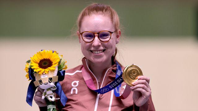 Nina Christen, tout à sa joie, remporte sa 2e médaille de ces Jeux, son 1er titre! [Reuters]