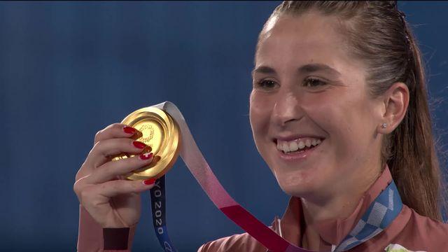 Belinda Bencic reçoit sa médaille et l'hymne suisse résonne pour une troisième fois à Tokyo! [RTS]