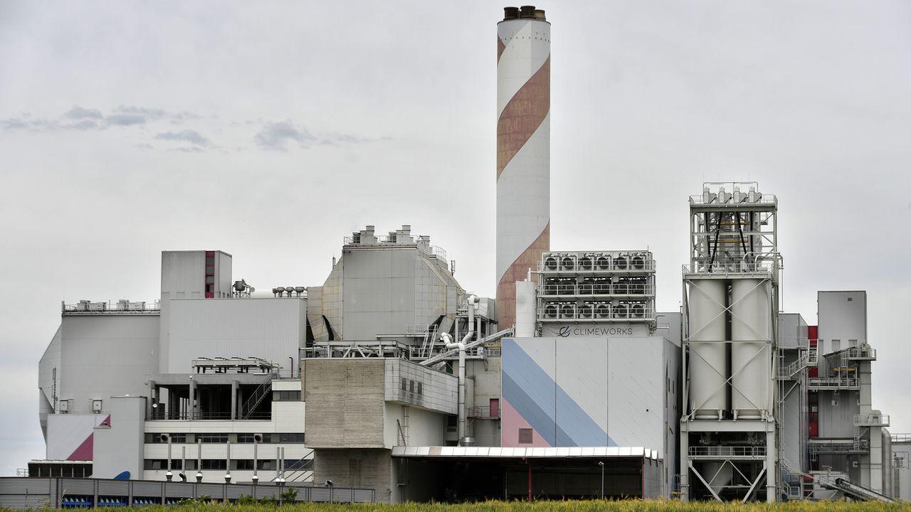 L'entreprise suisse de captage de CO2 Climeworks coopéra avec le projet islandais Carbfix. [Walter Bieri - Keystone]