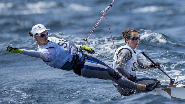 Maja Siegenthaler et Linda Fahrni sont en course pour une médaille. [AP Photo/Bernat Armangue - Keystone]