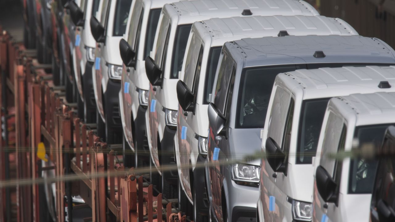 La reprise du marché automobile en Suisse est compromise à cause de la pénurie de puces et de composants électroniques. [Julian Stratenschulte - Keystone]