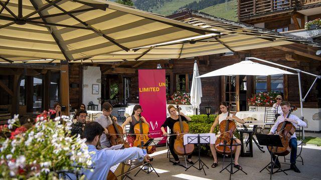 Les musiciens de la Verbier Festival Academy en concert sur la terrasse du Chalet d'Adrien lors du Verbier Festival le mercredi 21 juillet 2021 à Verbier.  [Jean-Christophe Bott - Keystone]