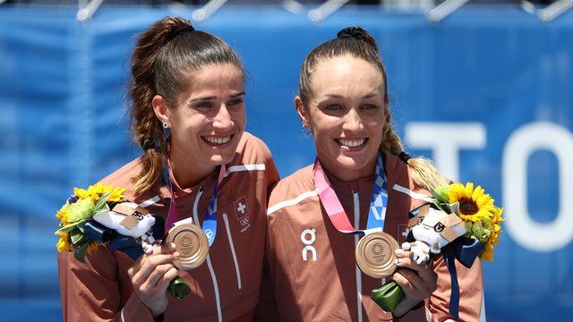 Joana Heidrich et Anouk Vergé-Dépré ont cueilli une superbe médaille de bronze. [EPA/Wu Hong - Keystone]