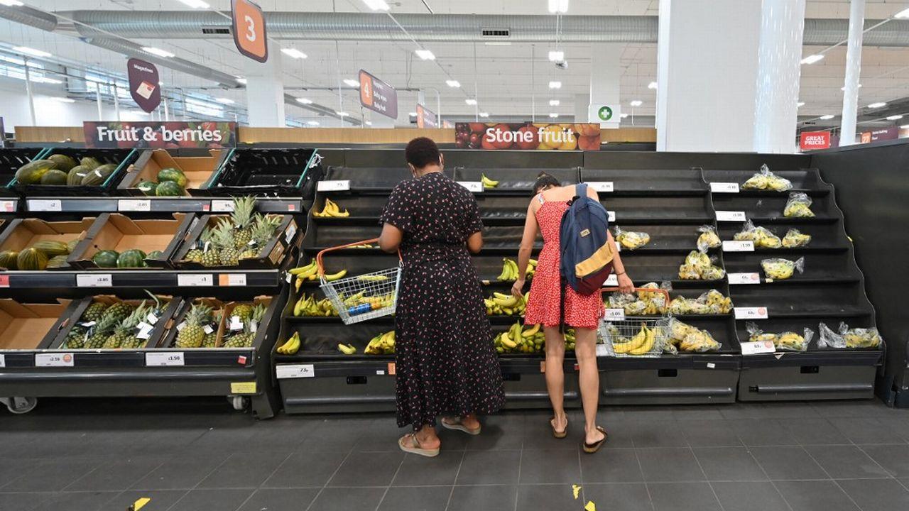 Des rayons de supermarché sont quasiment vides à Londres. [Justin Tallis - AFP]