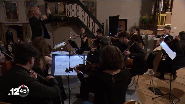 Les festivals de musique classique fleurissent dans les villages de montagne en Valais. [RTS]