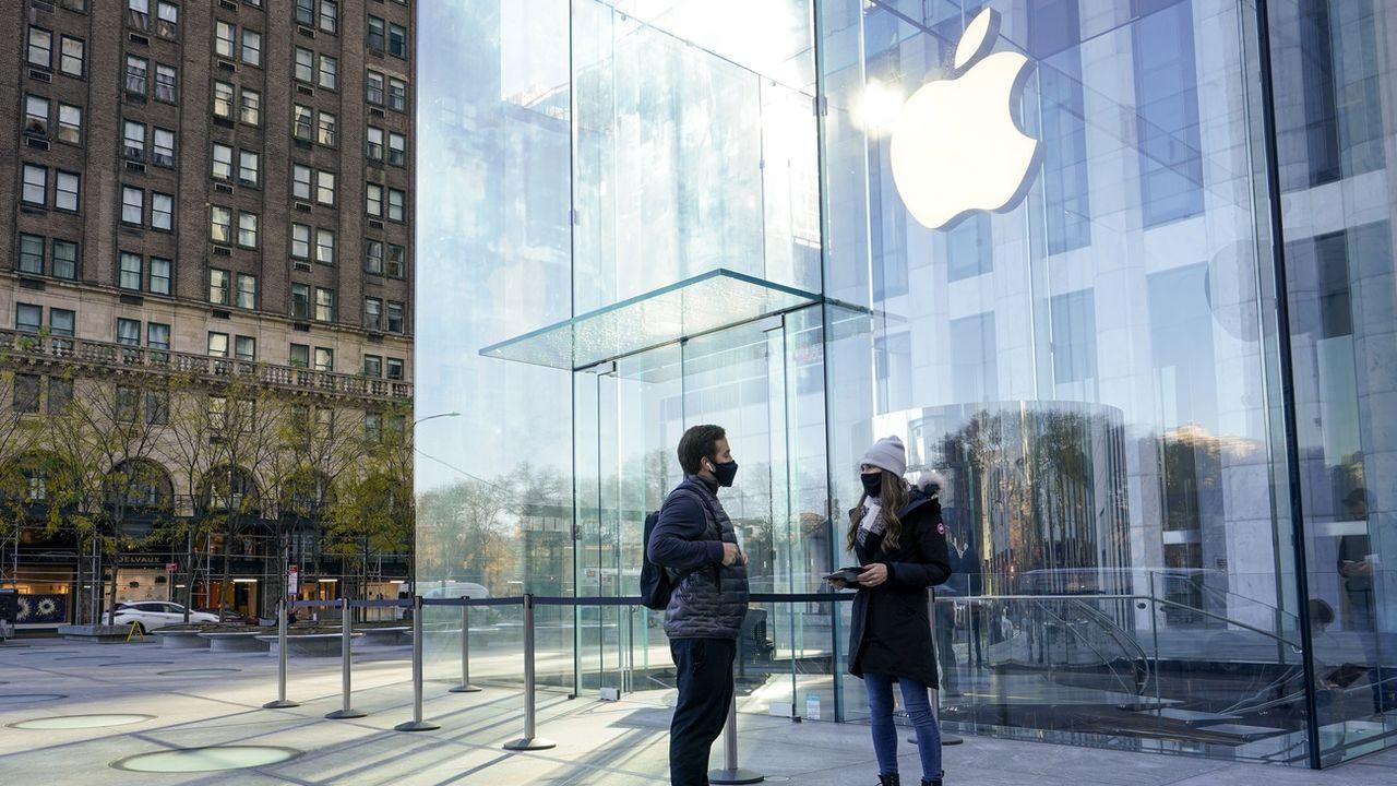 Des journalistes demandent l'arrêt de la surveillance par Apple. [Mary Altaffer - Keystone]