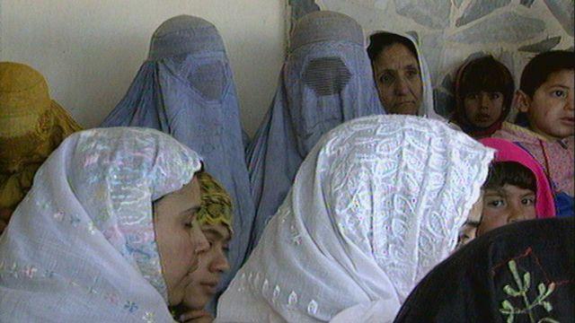 Les femmes afghanes témoignent de leurs conditions de vie [RTS]