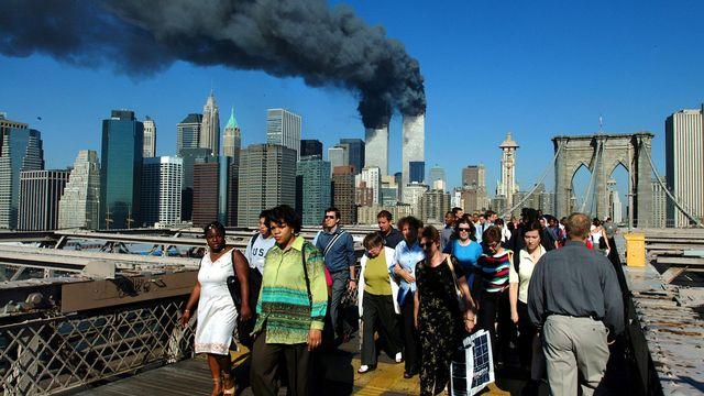Les New-Yorkais fuient leur ville en empruntant le pont de Brooklyn. [Henny Ray Abrams - EPA/Keystone]