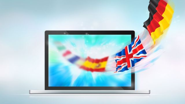 Des drapeaux de différents pays sortent d'un écran d'ordinateur. (image d'illustration) [HASLOO - Depositphotos]