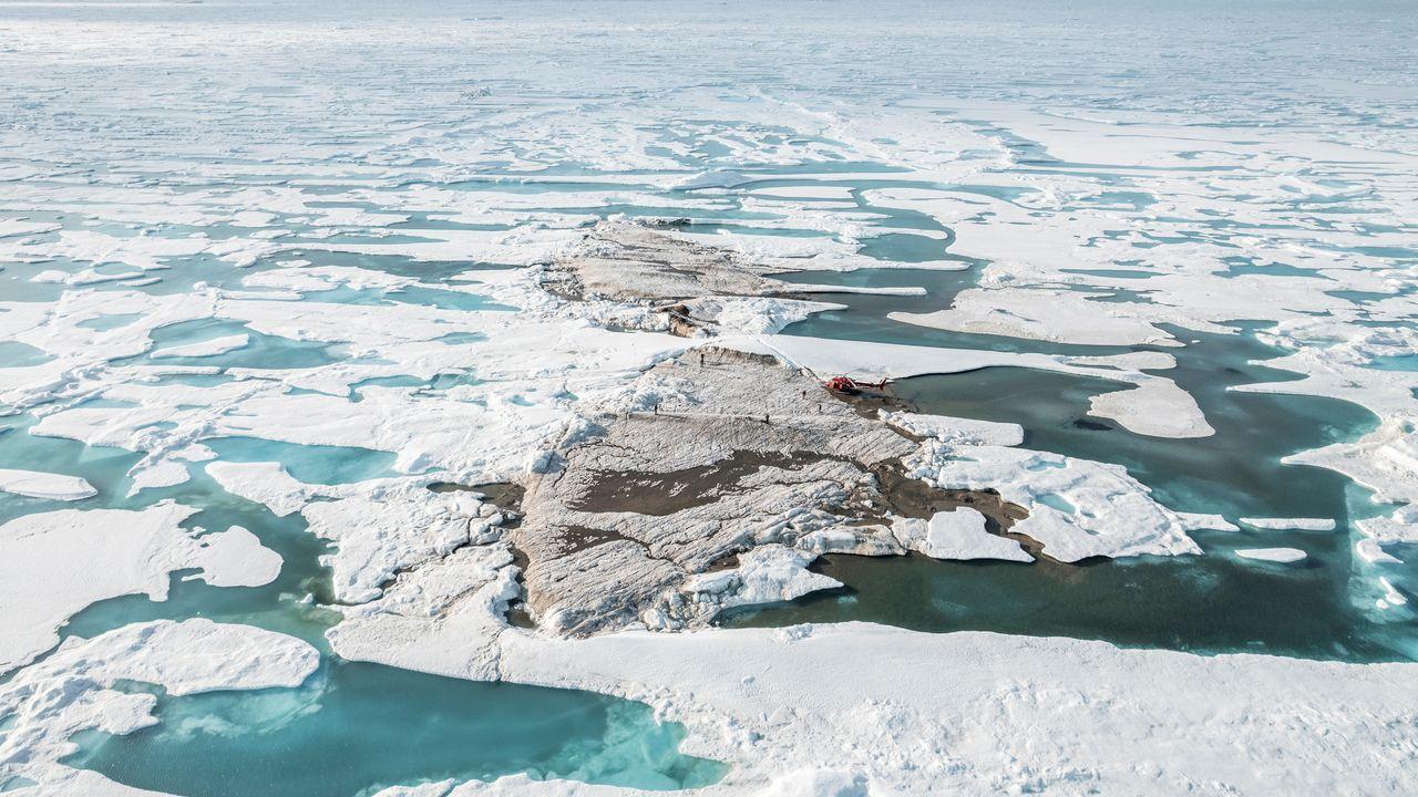 Au cours d'une expédition en juillet, un groupe de scientifiques a découvert ce qu'il pense être la terre émergée la plus septentrionale du monde, au nord du Groenland, a annoncé l'Université de Copenhague. [Julian Charriere - Reuters]