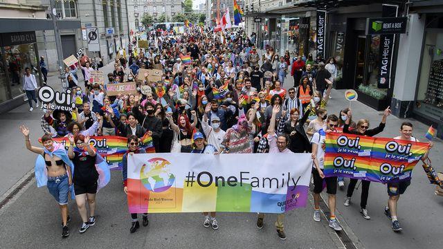 Les participants et participantes à la Pride de Bienne, le 28 août 2021. [Anthony Anex - Keystone]