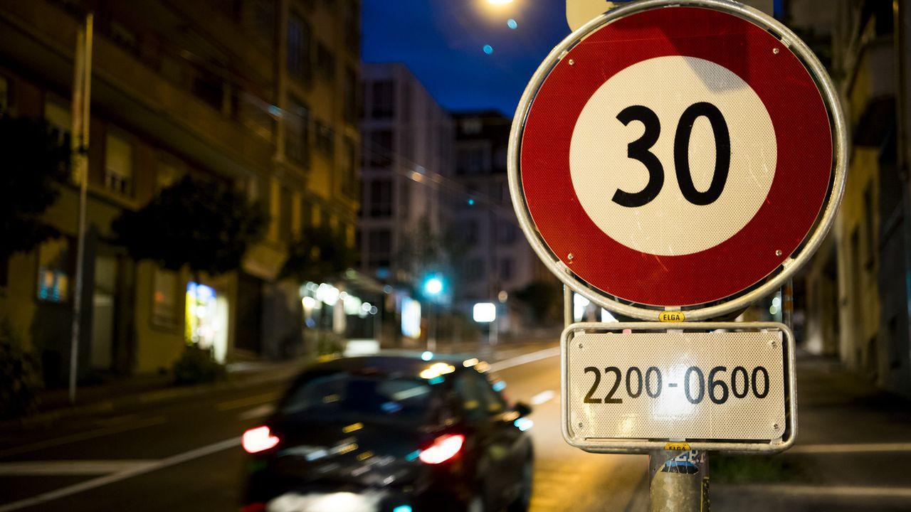 La mise en place du 30 km/h se précise dans le canton de Vaud. [Jean-Christophe Bott - Keystone]