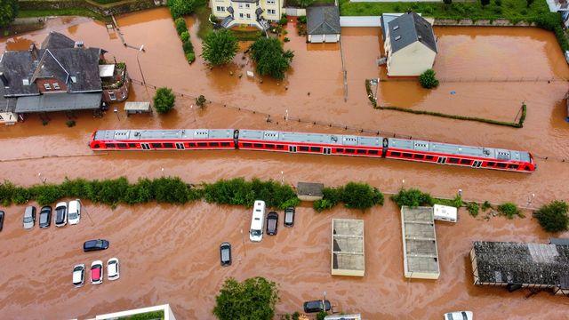 Un désastre a été observé en moyenne chaque jour dans le monde depuis 50 ans en raison de la météo, du climat et de problèmes d'eau. Il fait quotidiennement 115 victimes et 185 millions de francs de dégâts, selon un rapport de l'ONU publié mercredi à Genève. [SEBASTIAN SCHMITT - KEYSTONE]