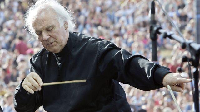 Michel Corboz à la baguette lors d'un concert au Paléo Festival de Nyon en 2007. [Salvatore Di Nolfi - Keystone]