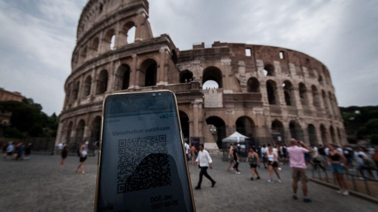 Environ 75% des Italiens sont favorables à l'utilisation du pass sanitaire et à son extension plus large pour lutter contre l'épidémie de Covid-19. [Andrea Ronchini - AFP]
