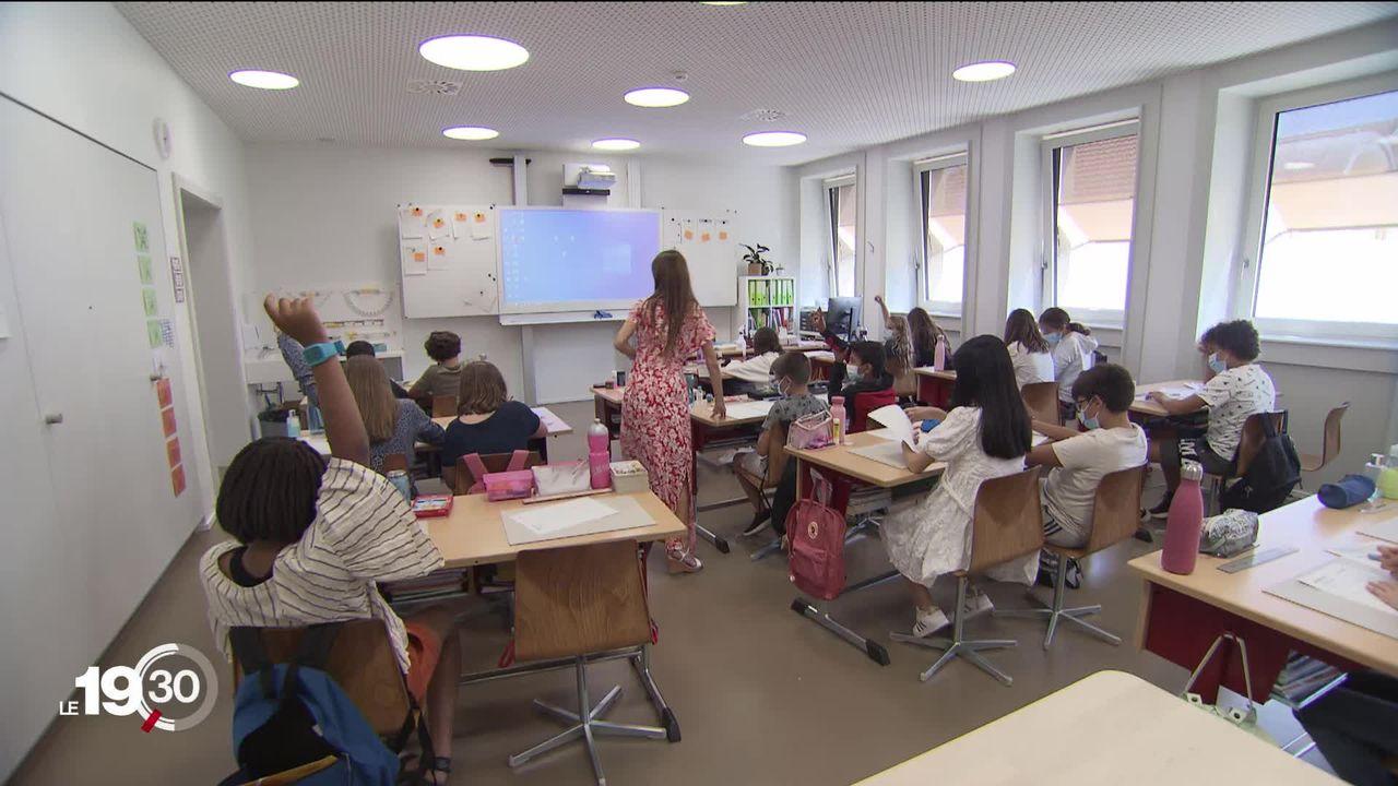 Quelques semaines après la rentrée, des centaines d'élèves sont en quarantaine. À Neuchâtel, 34 classes ont été fermées [RTS]