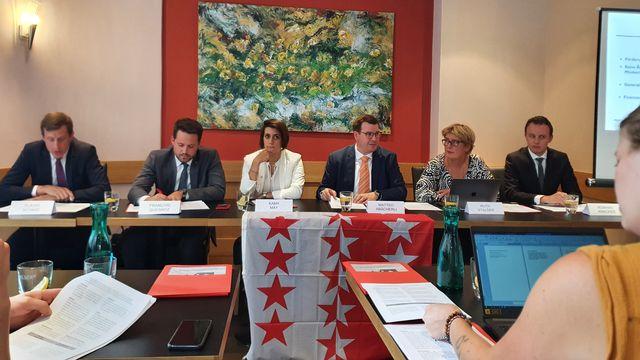 Une image de la conférence de presse du groupe de réflexion interpartis sur le cohésion avec le Haut-Valais. [Romain Carrupt - RTS]