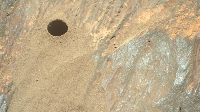 """La roche creusée par le rover Perseverance sur Mars, le 3 septembre 2021, soit """"Sol 192"""" en jour martien. [JPL-Caltech/ASU - NASA]"""