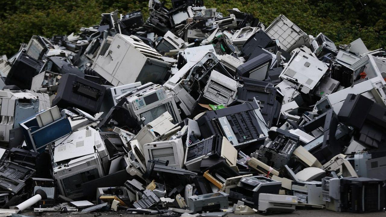 """L'introduction dans la loi du """"crime environnemental"""" permettrait notamment de punir plus sévèrement les entreprises qui font des profits dans l'élimination illégale de déchets (image d'illustration). [Charly Triballeau - AFP]"""