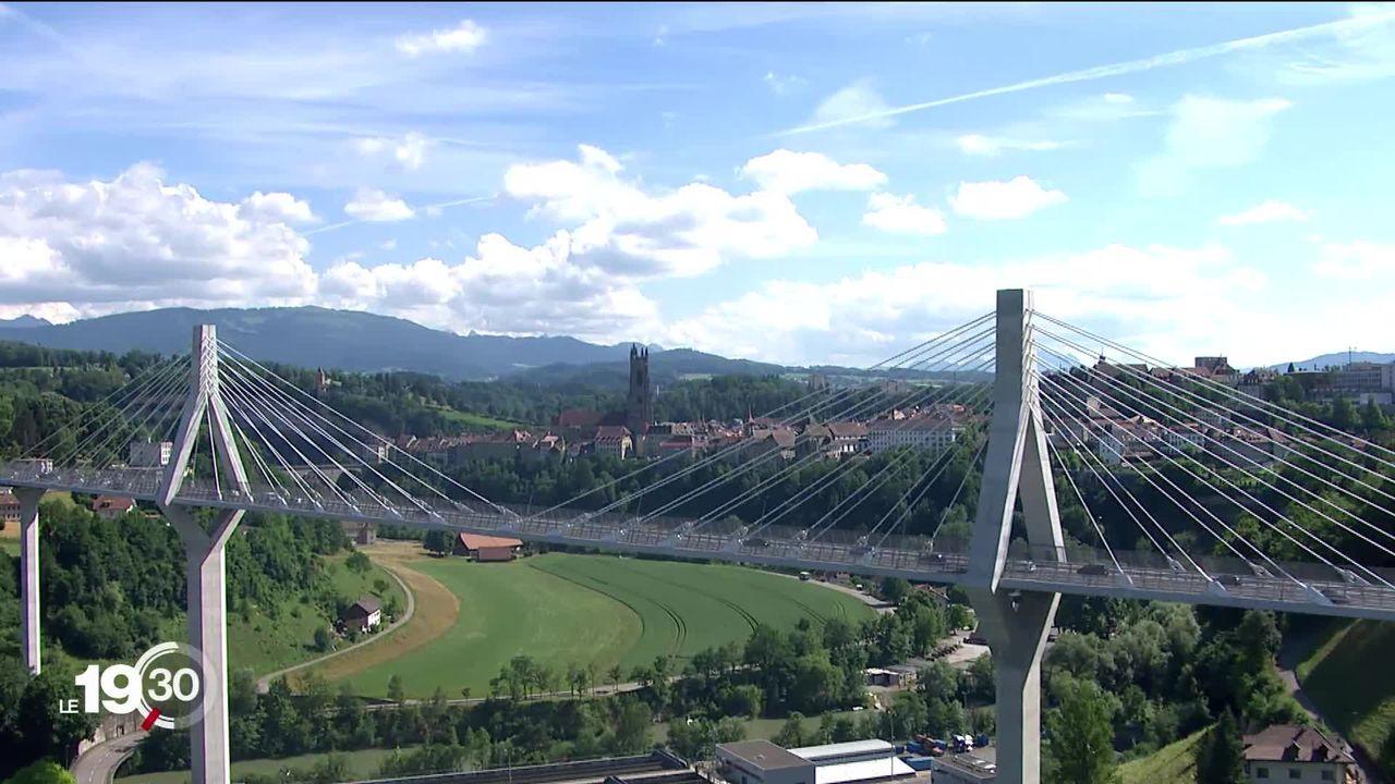 Le 26 septembre, neufs communes se prononceront sur la fusion du Grand-Fribourg. [RTS]