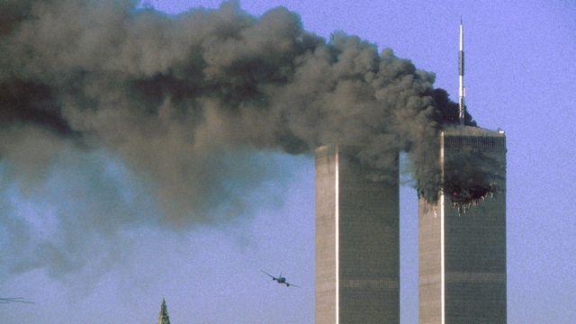 Les deux tours jumelles du World Trade Center à New-York juste avant l'impact du deuxième avion, le 11 septembre 2001. [Reuters]