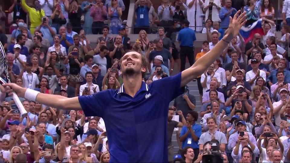 Finale, N. Djokovic (SRB) - D. Medvedev (RUS) (4-6 4-6 4-6): Daniil Medvedev remporte son premier tournoi du Grand Chelem [RTS]