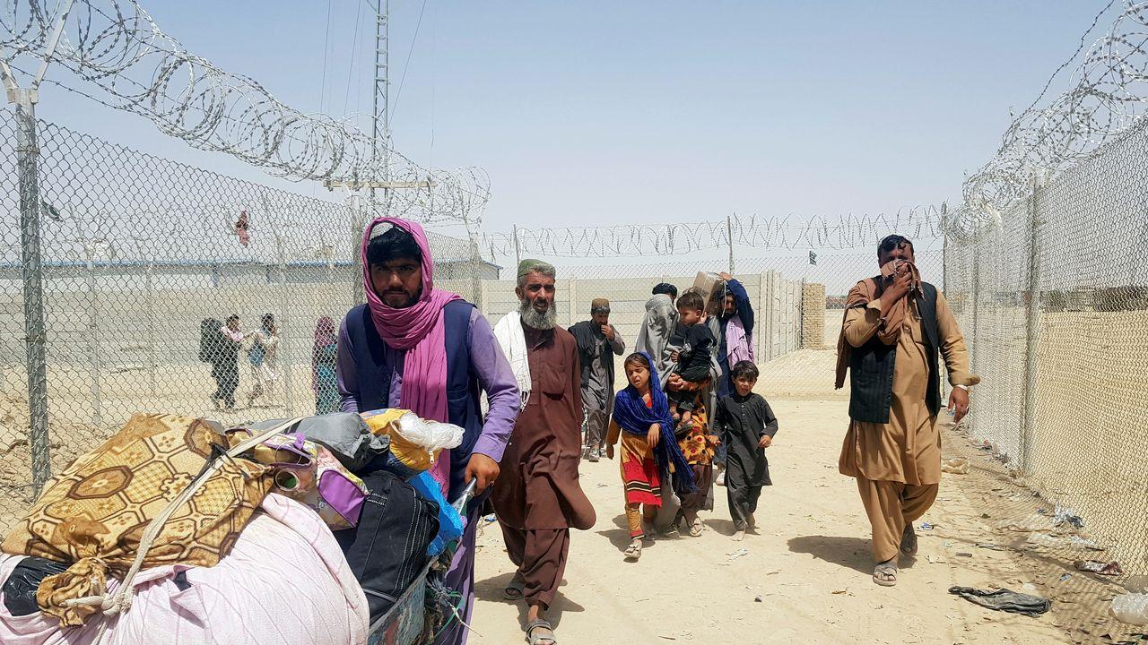 Une famille afghane en route vers le Pakistan. [Abdul Khaliq Achakzai - Reuters]