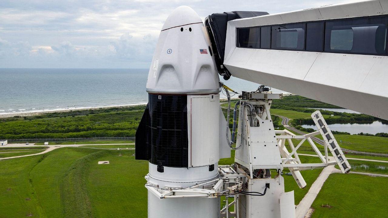 Baptisée Inspiration4, la mission emmenée par la fusée de SpaceX doit décoller le 15 septembre 2021 avec 4 passagers et sans astronaute professionel. [SPACEX/EYEPRESS - AFP]