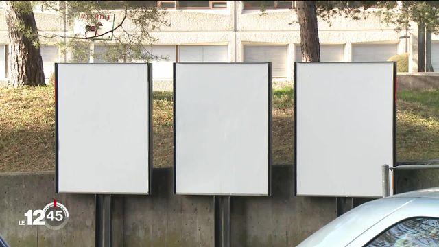 A Genève, il n'y aura plus d'affiches publicitaires dans la ville dès 2025. [RTS]