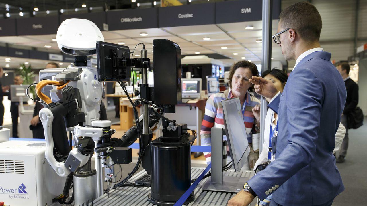 Des robots au grand salon international de la haute-précision à Genève. [Salvatore Di Nolfi - Keystone]