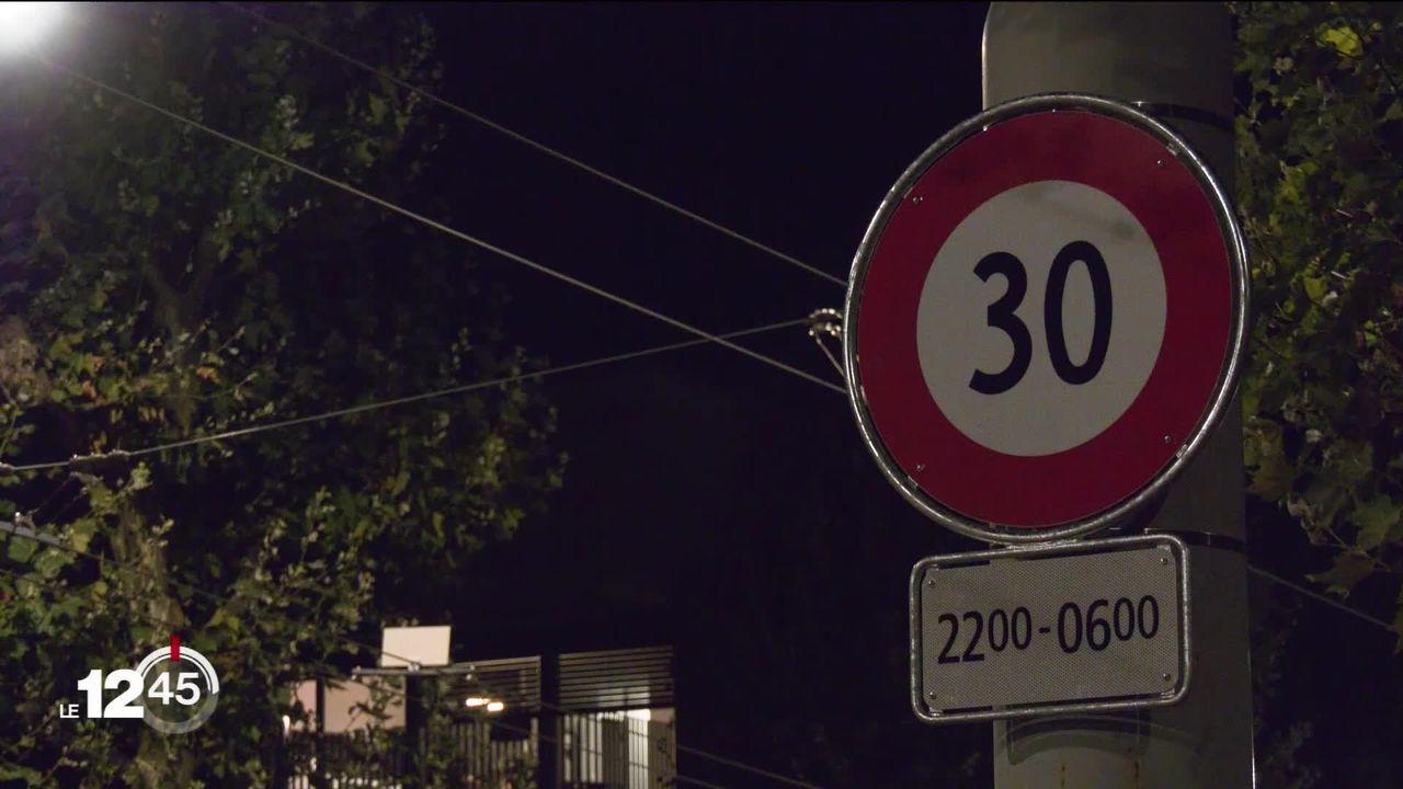 De 22h à 6h, on roule désormais à 30km-h en ville de Lausanne. [RTS]