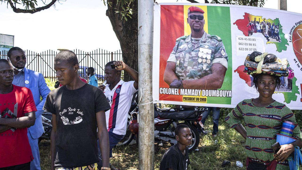 Des supporters du leader de la junte, le colonel Mamady Doumbouya [JOHN WESSELS - AFP]