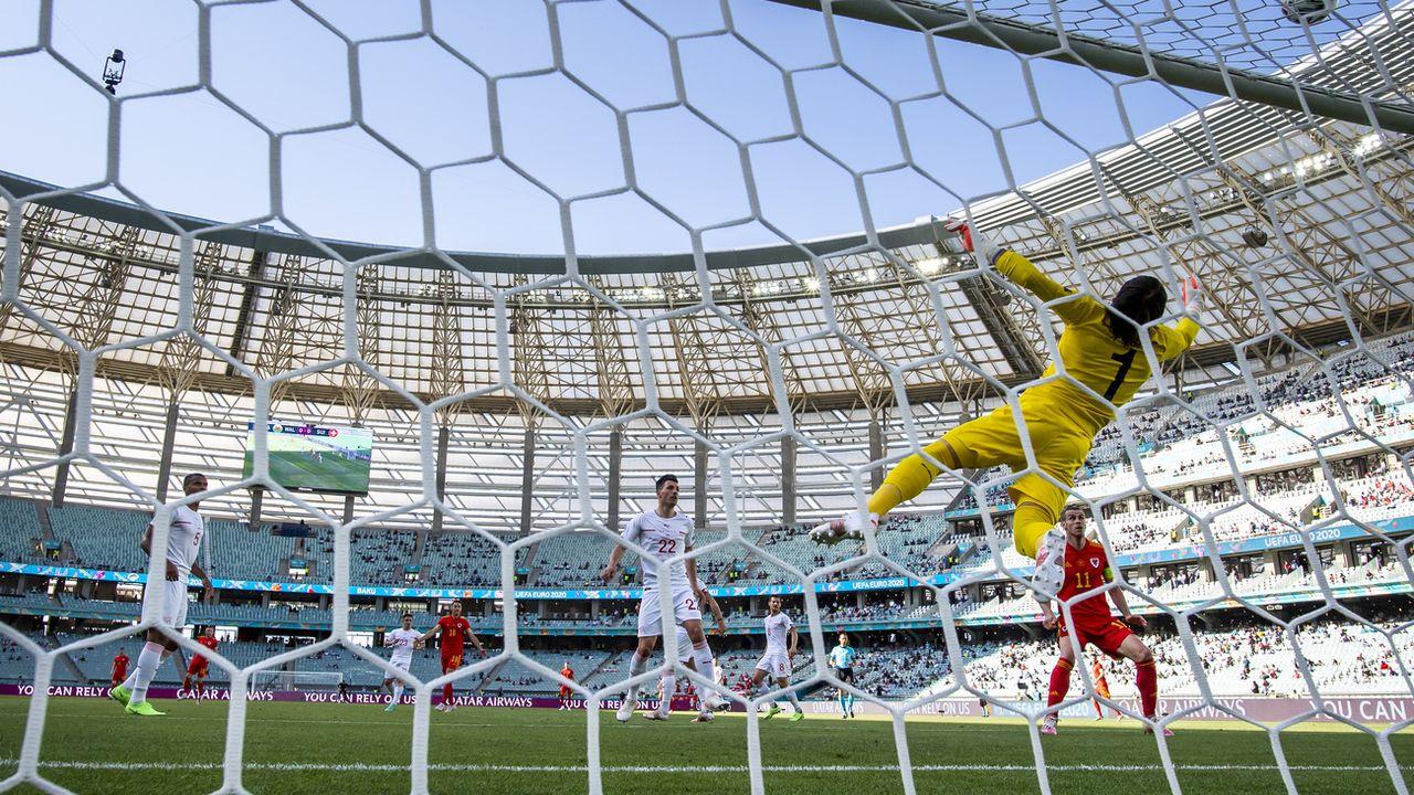 Le gardien Yann Sommer en action lors du match de la Suisse contre le Pays de Galles lors de l'Euro 2020. [Jean-Christophe Bott - Keystone]