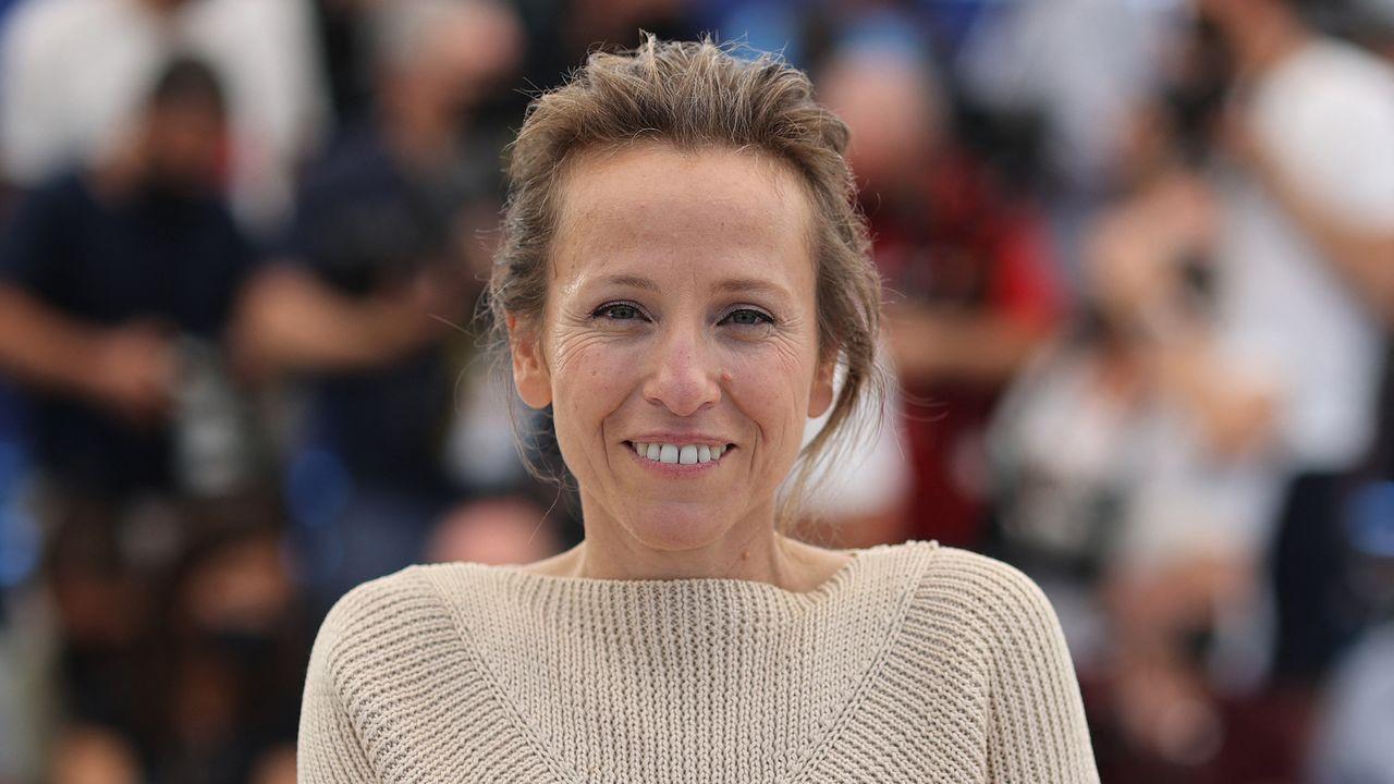 """La réalisatrice Flore Vasseur présentant son film """"Bigger Than US"""" à Cannes en juillet 2021. [Valery Hache - AFP]"""