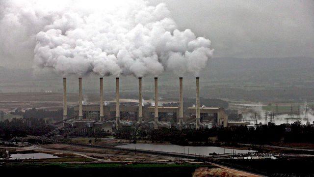 La photo montre la centrale électrique d'Hazelwood dans la vallée de La Trobe à Victoria, Australie, jeudi 11 août 2005. [EPA/GREENPEACE - Keystone]