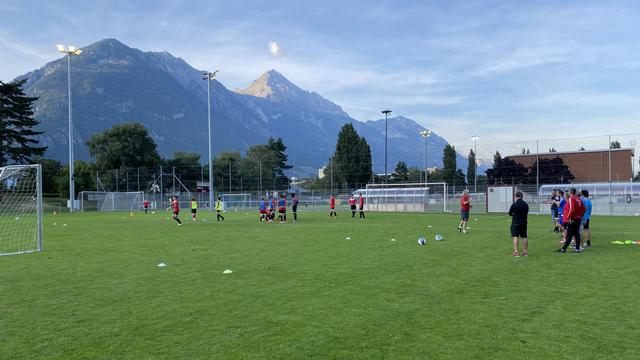 Un entraînement de football pour des juniors. [Guillaume Rey - RTS]