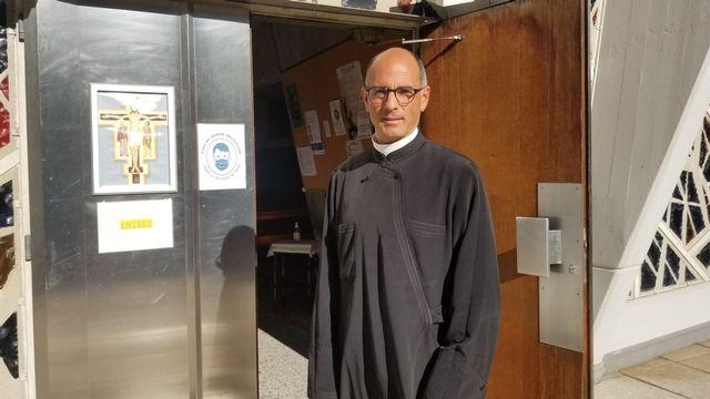 Nicolas du Chaxel, prêtre de la Fraternité Saint-Pierre à Genève [Christine Mo Costabelle - RTS Religion]