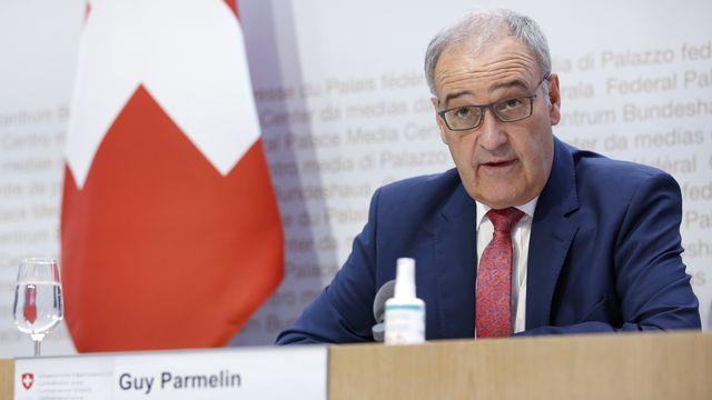 """Le président de la Confédération Guy Parmelin s'exprime lors d'une conférence de presse du Conseil fédéral sur le programme-cadre de l'UE pour la recherche et l'innovation """"Horizon Europe"""", à Berne, vendredi 17 septembre 2021. [Peter Klaunzer - Keystone]"""