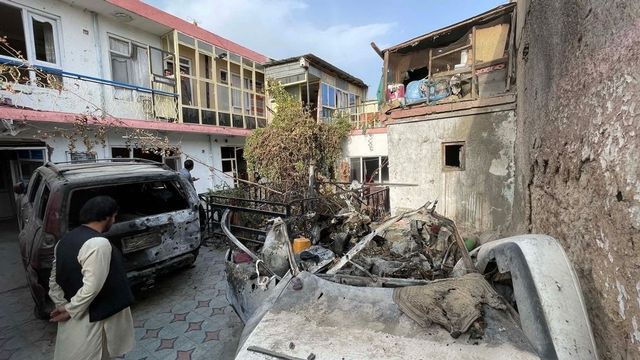 Les dégâts subis par la maison de la famille Zemari Ahmadi après une attaque de drone, un jour avant les derniers vols d'évacuation américains de Kaboul. Afghanistan, le 11 septembre 2021. [Haroon Sabawoon - Anadolu Agency via AFP]