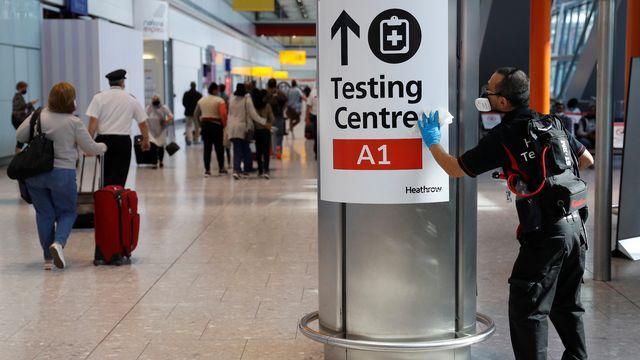 Le gouvernement britannique a annoncé vendredi un assouplissement des conditions d'entrée en Angleterre pour les voyageurs vaccinés. [Peter Nicholls/Files - Reuters]