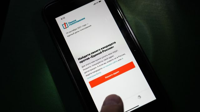 L'application de vote intelligent d'Alexeï Navalny a été retirée des magasins d'Apple et de Google. [Alexander Zemlianichenko - Keystone/AP]
