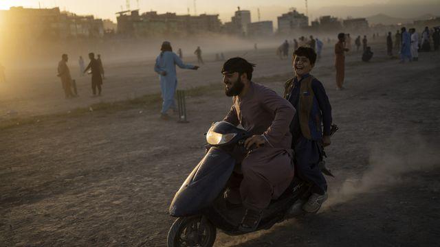 Le régime taliban a rouvert les écoles secondaires, mais uniquement pour les garçons. [Bernat Armangue - Keystone/AP]