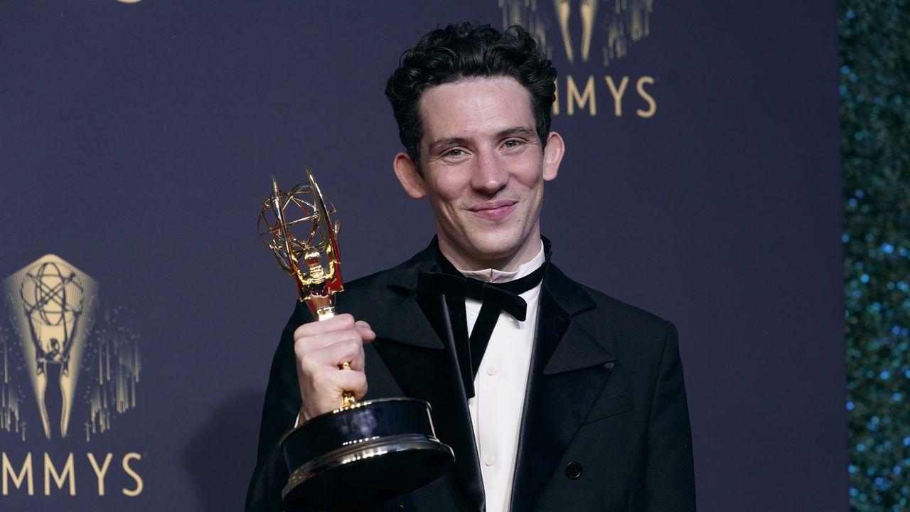 """Le Britannique Josh O'Connor a été sacré meilleur acteur dans une série dramatique pour """"The Crown"""" aux Emmy Awards. [AP Photo/Chris Pizzello - Keystone]"""