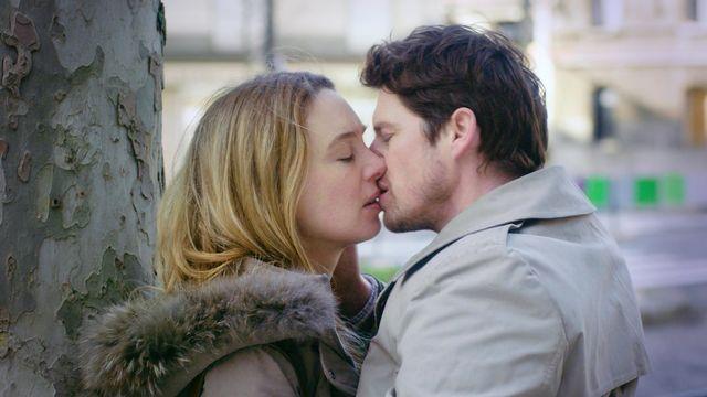 """""""Petite leçon d'amour"""", un long métrage d'Ève Deboise avec Laetitia Dosch et Pierre Deladonchamps. [P.S. Productions - Blue Monday Productions]"""