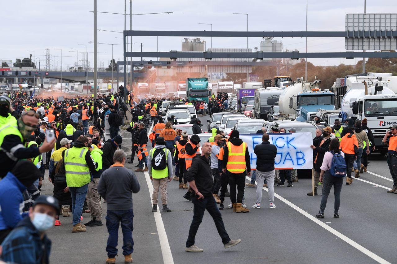 Más de mil manifestantes se reunieron en Melbourne para protestar contra la obligación de vacunar en las obras. [STRINGER - REUTERS]